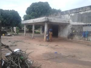 L'une des habitations des enfants migrants, au quartier Sopim de Katola (Ph:Dr)